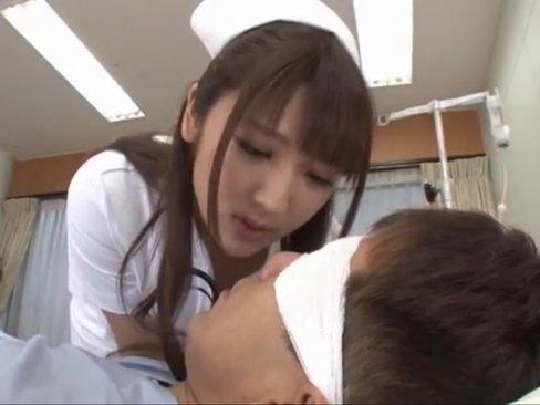 น้องแพท ในบทพยาบาลสาว คอยรีดน้ำเชื้อ ให้คนไข้เย็ดรูหี