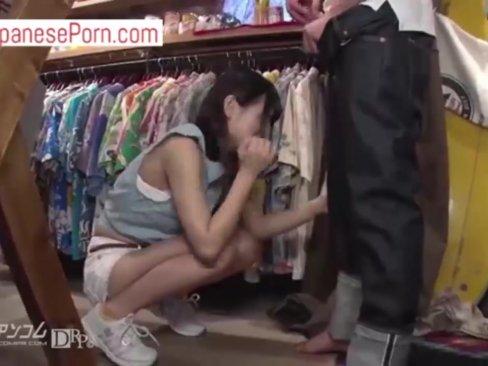 ไม่เซ็นเซอร์ แอบเย็ดสาวน่ารัก ในร้านขายเสื้อผ้า