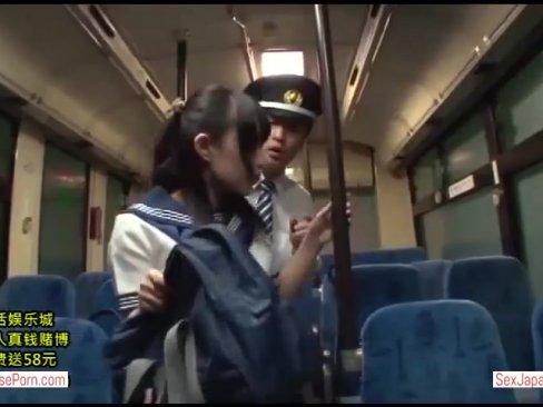 กระเป๋ารถเมล์ หลอกเย็ดหีนักเรียนสาว