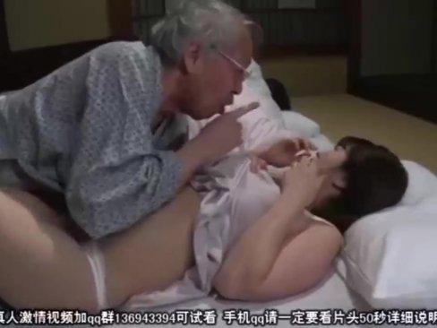 พ่อผัวแอบเย็ดลูกสะใภ้ ผัวนอนอยู่ ไม่รู้เรื่องเลย