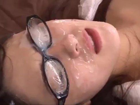เอาน้ำควยล้างหน้าสาวแว่น เย็ดหีคุณครูสาว