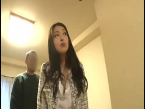 สาวน่ารัก สวยปังเวอร์ เธอเร่ขายหีตามบ้านผู้ชาย