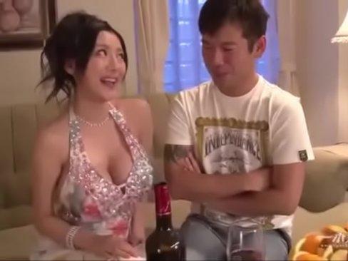 สาวนั่งดริ้งชวนเย็ดหี ไม่เซ็นเซอร์