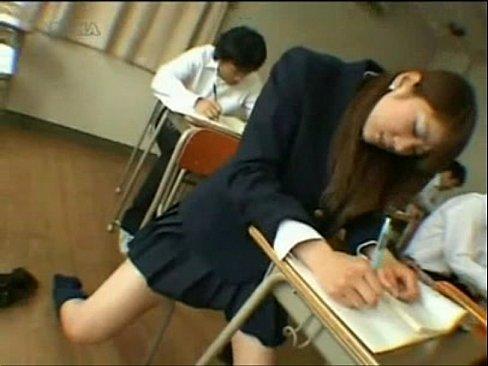 นักเรียนสาวเกิดเงี่ยนหีในเวลาเรียน