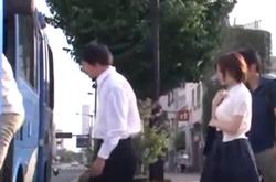 แอบเย็ดหีสาวแว่นบนรถเมล์
