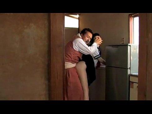พ่อข่มขืนลูกสาว แอบเย็ดกันในห้องครัว กลัวเมียเห็น