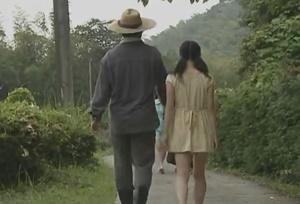 หนังโป๊ญี่ปุ่น มีเนื้องเรื่อง ลูกสาวอาบน้ำให้พ่อแล้วเย็ดหีกัน