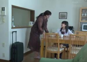แอบเย็ดหลานสาวข้างบ้าน เธออยู่บ้านคนเดียวเลยโดนบังคับเย็ด