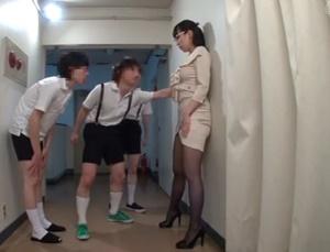 นักเรียนเย็ดครู ลงแขกเรียงคิว หนังโป๊ญี่ปุ่นดูง่ายไม่ต้องโหลด