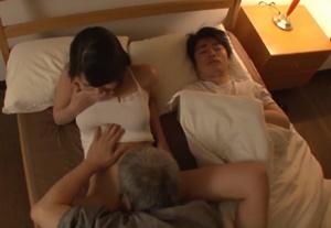 แอบเย็ดลูกสะใภ้ ผัวหลับอยู่ไม่รู้เรื่องเลย หนังโป๊ญี่ปุ่นภาพชัด HD