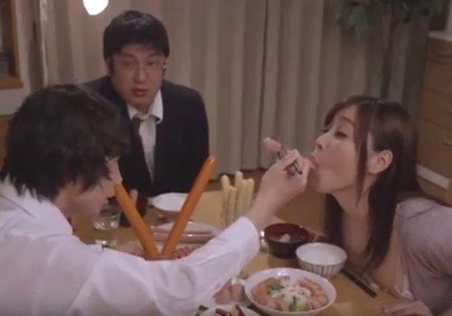แม่แอบเย็ดลูกชาย พ่อนั่งร้องให้ หนังโป๊ญี่ปุ่นแนวครอบครัว