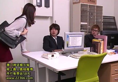 หนังavญี่ปุ่น สาวแว่นคนสวยเธออยากให้ผู้ชายมาเย็ดหี