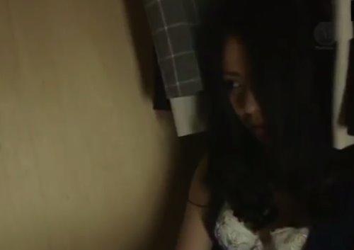 หนังav เมียสาวแอบเย็ดอยู่กับโจรในตู้เสื้อผ้า เธอโดนข่มขืนจนติดใจ