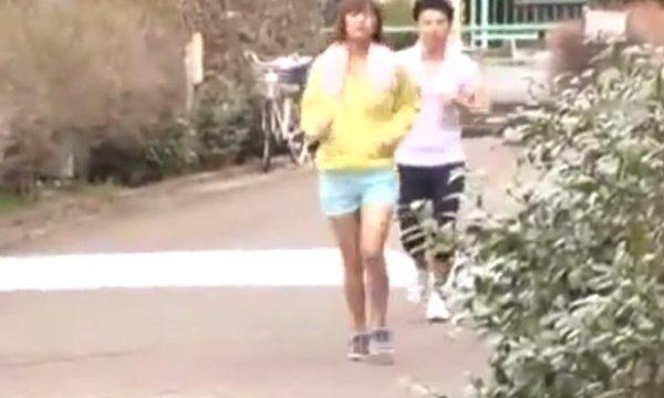 หนังโป๊ญี่ปุ่น ออกกำลังกายจนหีเปียก แล้วกับบ้านไปเย็ดกัน