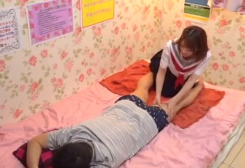 หนังโป๊ญี่ปุ่น นักเรียนสาวเปิดร้านนวดกระปู๋ให้คุณลุง แอบบริการให้เย็ดหีอย่างเสียวเลย