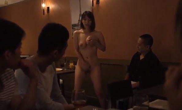 หนังโป๊ญี่ปุ่น ผู้หญิงเงี่ยนจัด หลอกเพื่อนมาให้พ่อลักหลับ เย็ดรูหี