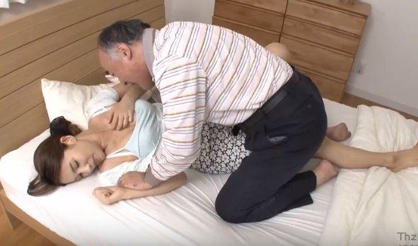 พ่อสามีเย็ดสะใภ้ เพราะควมเงี่ยนมันห้ามไม่ได้ ขอแอบเย็ดเมียลูกชาย