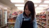 เย็ดพนักงานสาว เธอน่ารักเกินห้ามใจ เลยชวนไปแอบเย็ดกันหลังร้านสะดวกซื้อ