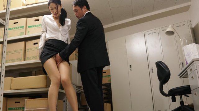 ผู้จัดการหื่นกาม แอบเย็ดสาวออฟฟิตในโกดังสิ้นค้า เพราะความเงี่ยน