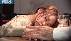 ผี้เสื้อกลางคืน เพลอเมาหลับเลยโดนคนชงเหล้า แอบลักหลับเย็ดผู้หญิงเมา