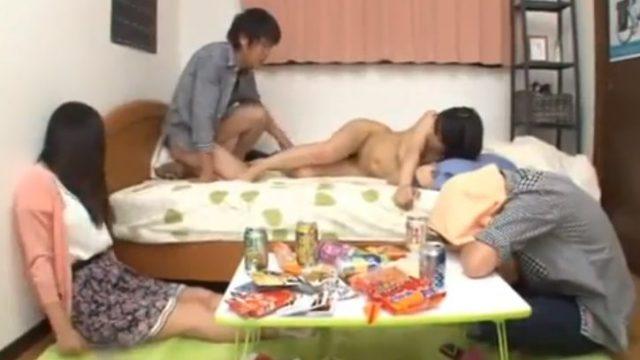 แอบเย็ดเมียเพื่อน กินเหล้าเมาแล้วเงี่ยน ผัวใครเมียใครไม่สนใจ แอบเย็ดกันให้น้ำแตก