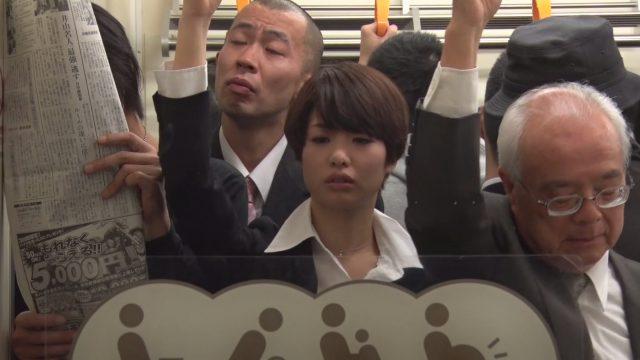 แอบเย็ดทอม หนังโป๊ญี่ปุ่น แยงควยเข้ารูหีทอมสาวในรถไฟฟ้า เพราะว่าเงี่ยนจนหน้ามืด