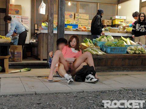 ลูกเย็ดแม่ หนังเอวีญี่ปุ่นแนวครอบครัว เย็ดแม่ในสนามเด็กเล่น เย็ดแม่ในตลาด เย็ดแม่หน้าร้านขายผัก