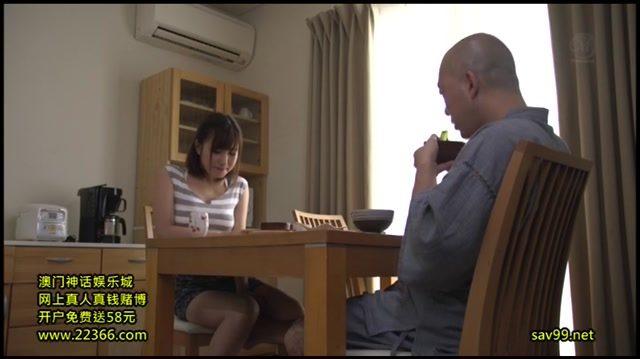 พ่อผัวหลอกเย็ดหีลูกสะใภ้ หลอกจะนวดให้แล้วแอบแยงควยเข้ารูหี